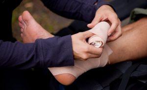 Наложение стерильной повязки при открытой ране