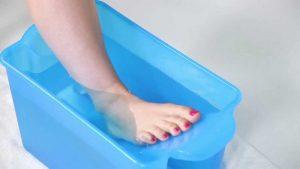 Ванночка с холодной водой для уменьшения отека