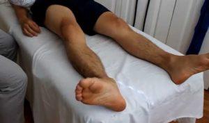 Вывернутая наружу стопа указывает на повреждение шейки бедра