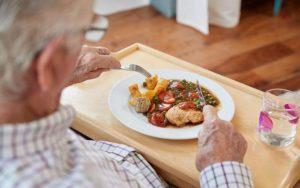 Для улучшения реабилитации и восстановления для пожилых людей питание имеет решающее значение
