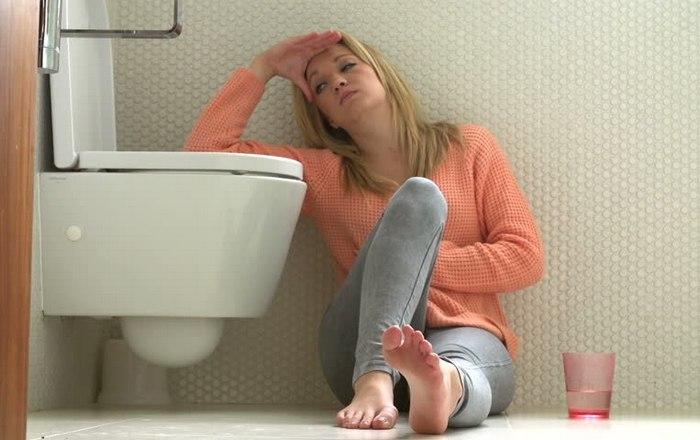 Как быстро вызывать рвоту в домашних условиях