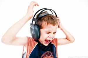 Прослушивание громкой музыки может стать причиной акутравмы