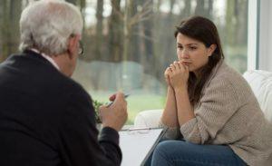Лечение последствий психологической травмы подбирается индивидуально