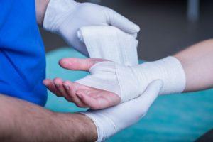 Как лечить выбитый сустав решает травматолог