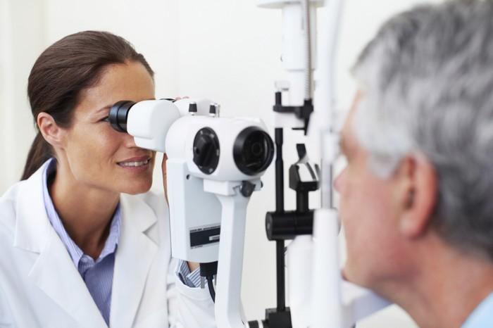Появление крови из глаз – повод посетить офтальмолога