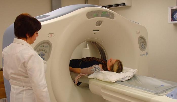 При кровотечении из груди врач назначает биоконтрастную маммографию